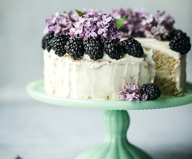 cake with mulberries
